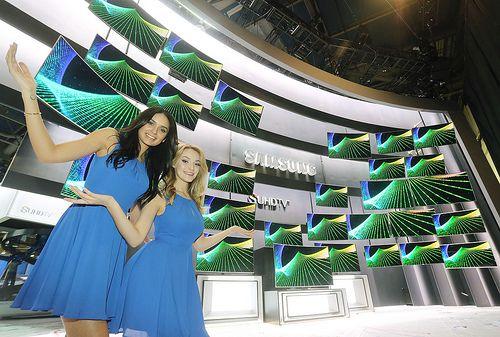 Televizorul Samsung UN105S9B de 105 inci