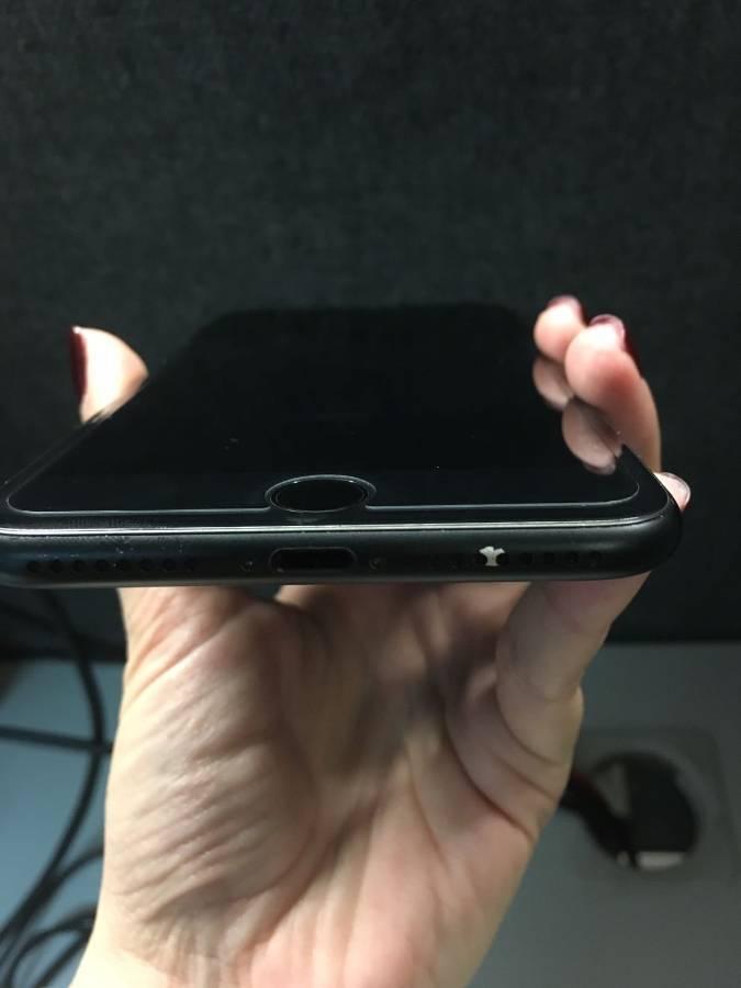 Vopsea decojită iPhone 7