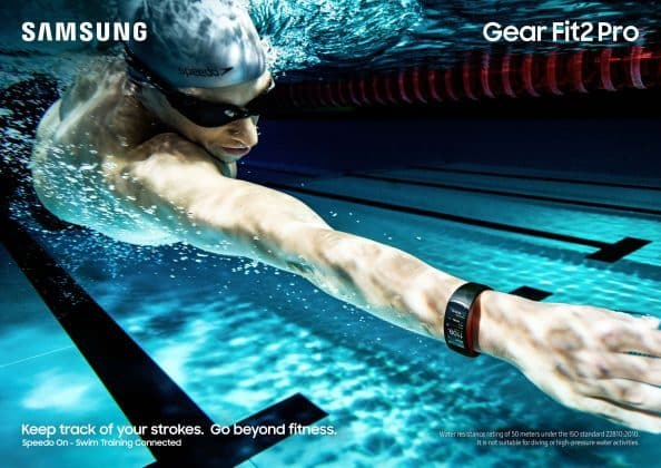 Gear-Fit2-Pro_Lifestyle_Swimming_Red_2P_RGB_F (1)